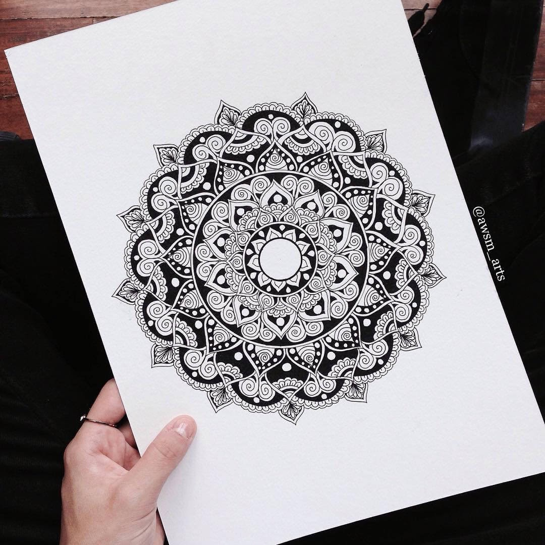 11-Traditional-Moleskine-Mandalas-Drawings-and-More-www-designstack-co
