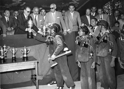 Brigada de salvamento de Barruelo recibiendo el primer premio del concurso anual de destreza de oficio