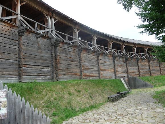 Батурин. Фортеця. Оборонна стіна