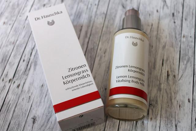Zitronen Lemongrass Körpermilch von Dr. Hauschka - Pappkarton und Glasflasche