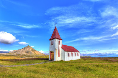 The budget needed for two people travelling in Iceland for a week.