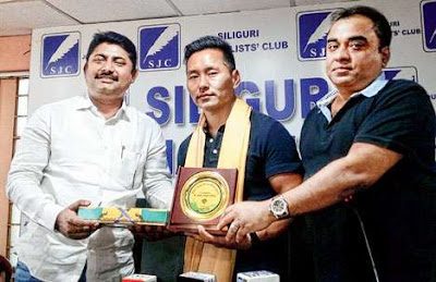 Dawa Gyalpo Sherpa being felicitated by EHTTOA representatives in Siliguri