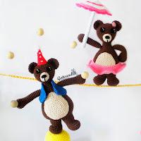 http://gateandocrochet.blogspot.com.es/2015/12/jean-jeanne-bear-team.html