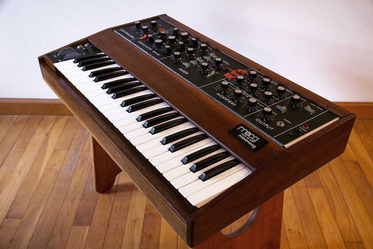 Matrixsynth 1970s Moog Minimoog Model D With 1125 Sample Hold Digital And Original Edition Serial Number 53xx Rare The Mini Features Solid Walnut Wood Cabinet