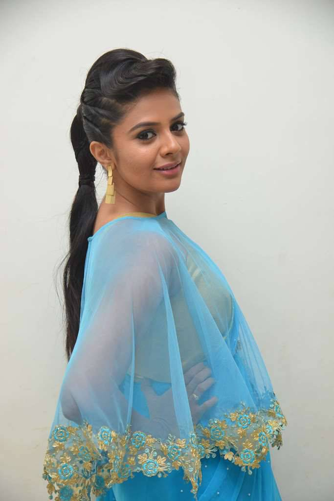 Anchor Srimukhi Photoshoot Stills In Blue Saree