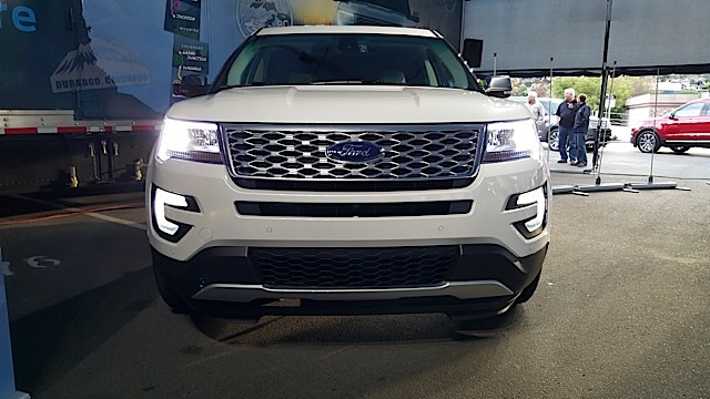 xe Ford Explorer anh 3