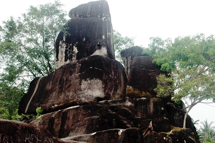 Wisata Batu Masjid Kalimantan Barat dengan Panorama Alam Yang Indah