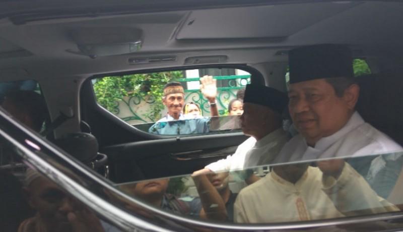SBY dan Hatta Rajasa berada dalam satu mobil