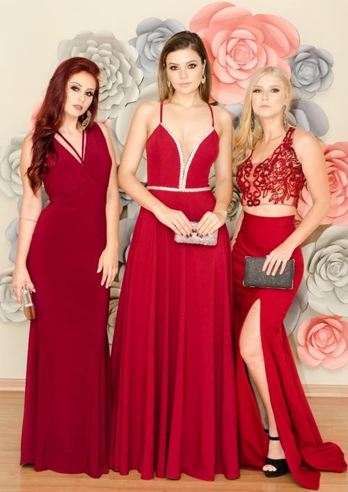 vestido longo marsala e vermelho