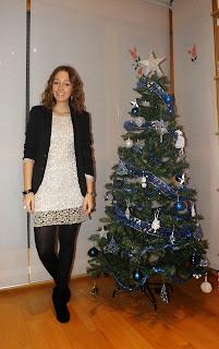 http://conndenoemi.blogspot.com.es/2014/12/vestido-plateado.html