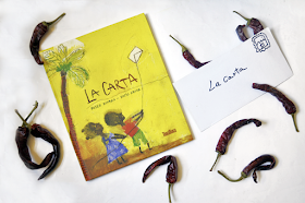 portada del libro la carta, dos niños vuelan una cometa con forma de carta