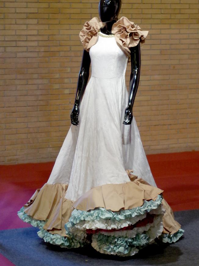 Traje de flamenca inspiración antigua
