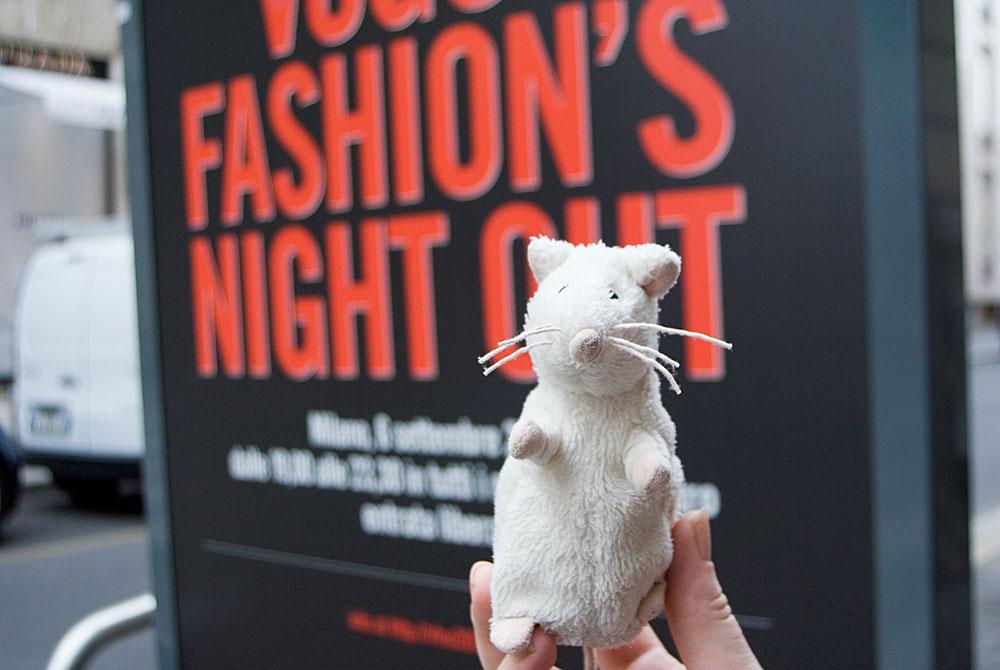 727bfa30c28336 Słynna biała myszka podróżniczka musiała mieć modne (modowe?) zdjęcie:)