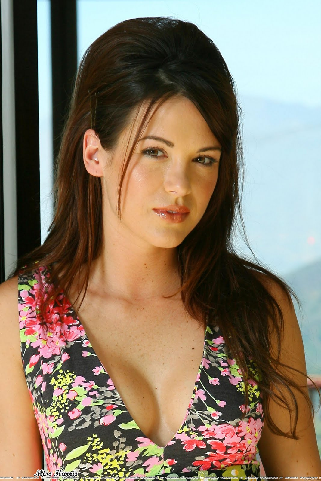 Danneel Ackles Biography Fashion And Styles