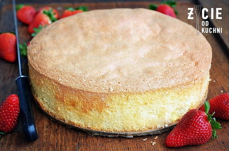 tort, ciasto z galaretką i owocami, truskawki, jak zrobic biszkopt,  zycie od kuchni, domowe wypieki, pieczemy