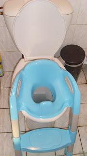un rehausseur de toilettes