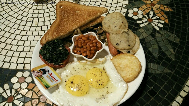 All Angrezi Breakfast @ The Cafe Full of Life | Zoey's | Bangalore