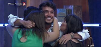 Lucas Viana desbanca a favorita Hariany Almeida e é o campeão de A Fazenda 11