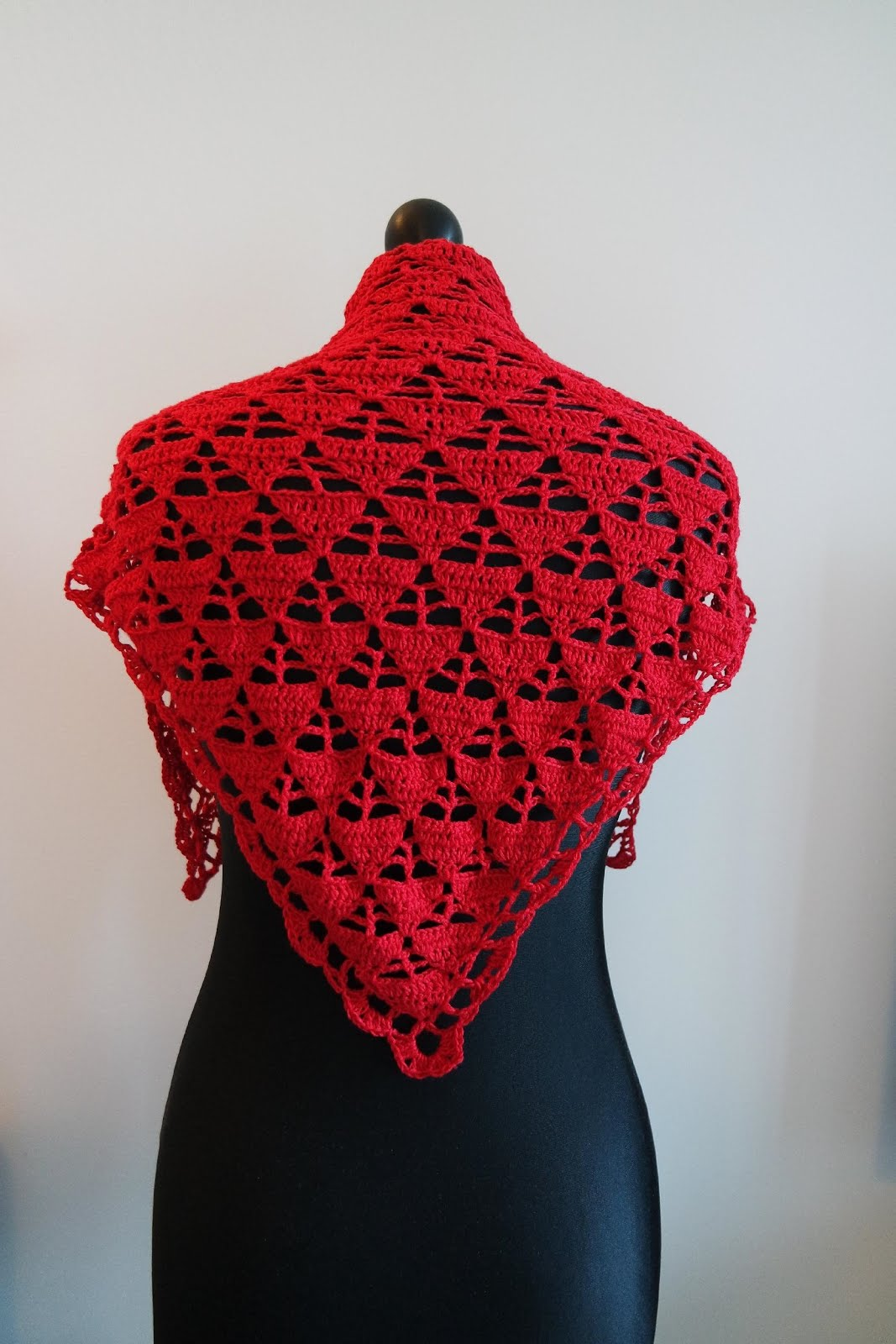 Free crochet red triangle shawl pattern