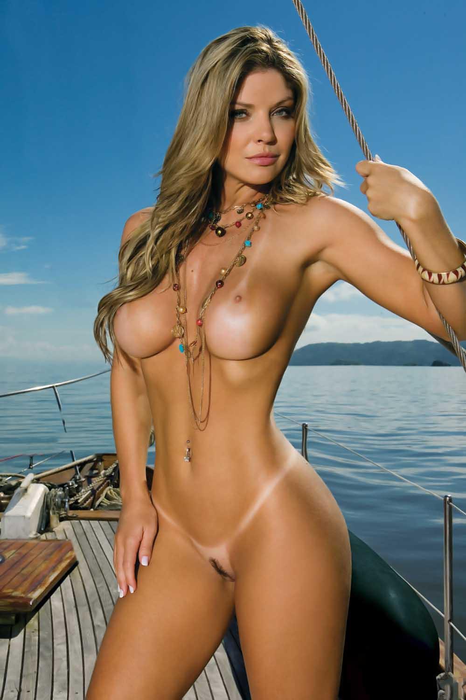 самые красивые девушки мира без купальников поднялся завороженный