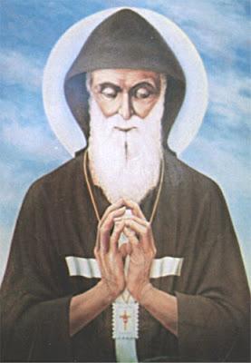 Imagen de San Charbel orando.