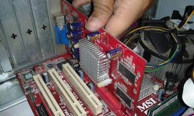 Pemasangan VGA Card pada Motherboard