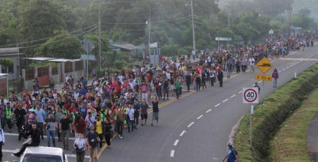 ΗΠΑ:800 επιπλέον στρατιώτες στα σύνορα με το Μεξικό για να το μπλοκάρουν τους μισθοφόρους εισβολείς που αποκαλούν «προσφυγές»
