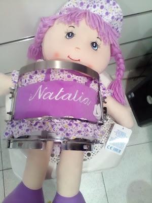 bordando nombre muñeca