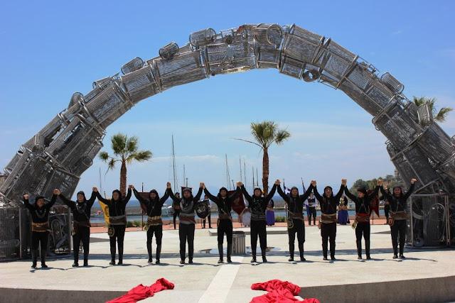 Πυρρίχιος χορός Σέρρα στο μνημείο Γενοκτονίας Ποντιακού Ελληνισμού στον Πειραιά (Video)