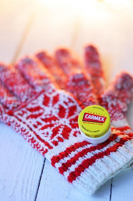 Carmex balsam w słoiczku do ust