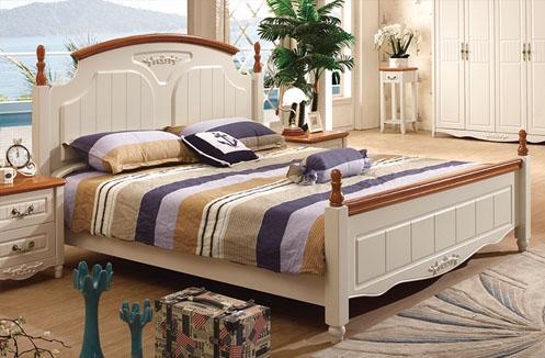 Các sản phẩm giường ngủ gỗ tự nhiên chiếm được sự yêu mến của không ít người tiêu dùng thì từ lâu nhờ công nghệ hiện đại của máy móc, chất lượng và mẫu mã của gỗ công nghiệp cũng được nâng lên như một sự thiết yếu, có tính tiện lợi không khác gì gỗ tự nhiên. Vậy nên để phân biệt chất liệu của giường ngủ từ 2 loại gỗ này không phải ai cũng biết