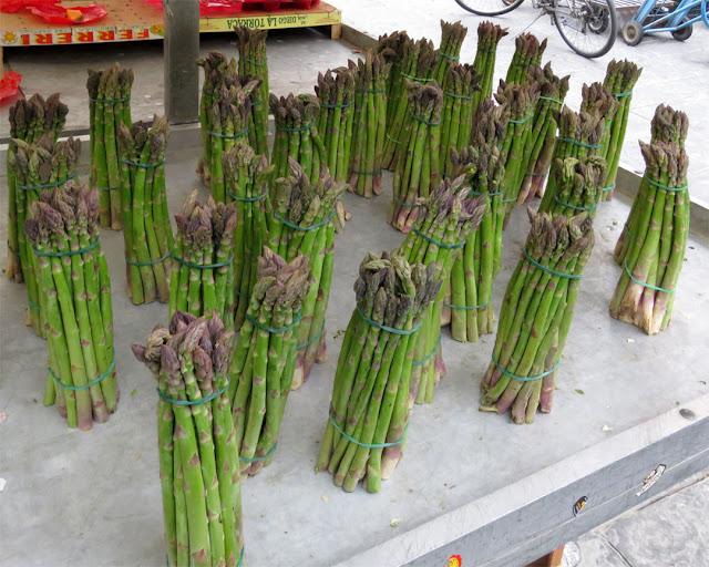 Bunches of asparagus, Piazza Cavallotti, Livorno