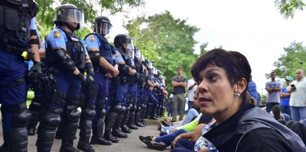 Arrestan a senadora puertorriqueña en protesta ambientalista