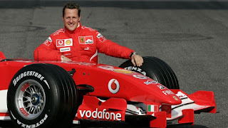 Biografi Kimi Raikkonen  Biodata   Nama: Kimi Matias Raikkonen  Tanggal lahir: 17 Oktober 1979  Tempat lahir: Espoo  Kebangsaan: Finlandia  Orangtua : Paula dan Matti  Istri : Jenni Dahlman                                      Biografi  Kimi Matias Raikkonen, lahir pada tanggal 17 Oktober 1979 di Espoo, Finlandia. Ia adalah seorang pembalap mobil Formula 1 yang membalap untuk tim Ferrari. Kimi menyelesaikan kejuaraan F1 World Driver's pada tahun 2003 dan tahun 2005 di posisi ke dua.  Sebelumnya Kimi membalap untuk tim Sauber Petronas pada tahun 2001 dan tim McLaren Mercedes selama tahun 2002-2006. Dan sekarang ia membalap untuk tim Ferrari dimana ia di kontrak sampai akhir musim tahun 2009.  Kimi memulai karirnya pada usia 10 tahun di balapan karting, termasuk juga menempati posisi ke-2 di kejuaran Eropa Formula Super A pada tahun 1999. Pada tahun itu Kimi juga berkompentisi di Formula Ford Euro Cup, dan pada saat usianya 20 ia telah memenangkan British Formula Renault. Tahun 2000, ia memenangkan tujuh dari sepuluh balapan di kejuaraan Formula Renault UK. Dunia Balap Sejak Usia 7 Tahun   Karena terkendala usia ia baru bisa membalap lagi setelah usia 14 tahun. tepatnya pada 1983, ia resmi mendapatkan kesempatan untuk membalap untuk pertama kalinya. Yaitu di