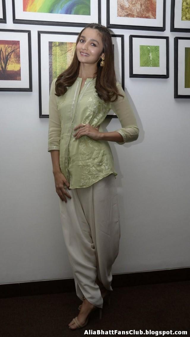 Alia Bhatt at Kapoor and Sons Movie Wallpaper