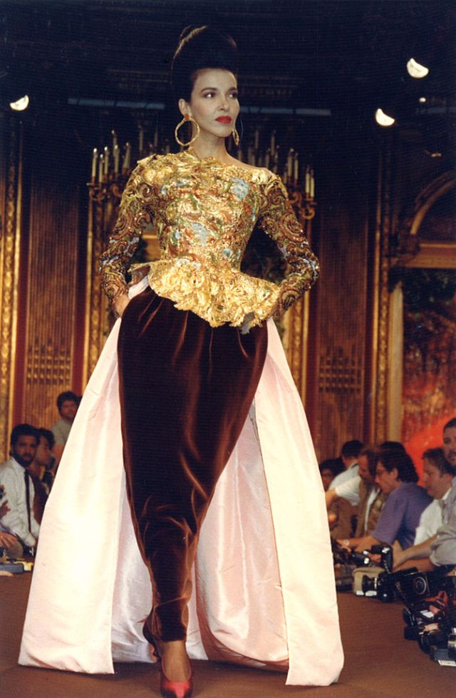 stunning photos of christian lacroix haute couture fall winter fashion show in 1988 vintage. Black Bedroom Furniture Sets. Home Design Ideas
