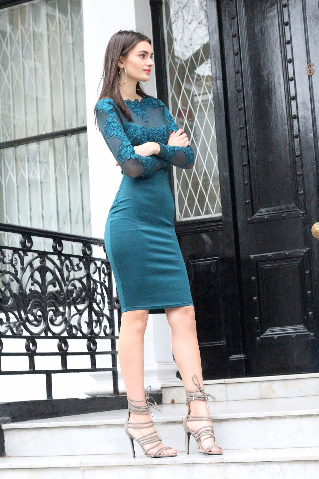peexo fashion blogger wearing midi dress and strappy heels