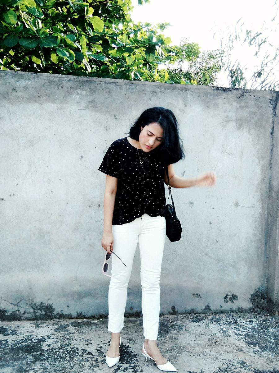 Mango T-Shirt,Levi's White Denim, Zara Black Mini Bag,Zara White Slingback heels