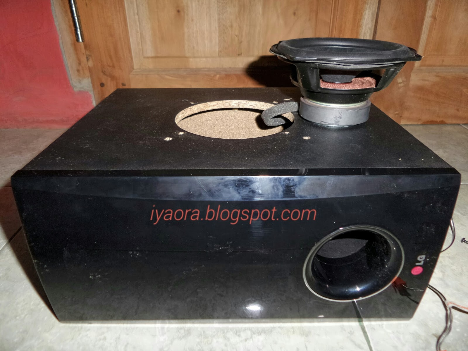 Pasang peredam suara di box subwoofer lg for Ukuran box salon 8 inch