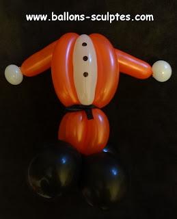 corps de père Noël simplifié en ballons