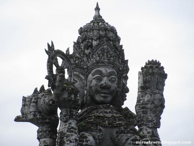 Денпасар - статуя Брахмы