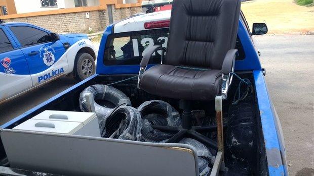 Documentos, armário e até uma cadeira tinham sido levadas da Prefeitura pelos indiciados (Foto: Divulgação - Secretaria da Segurança Pública)