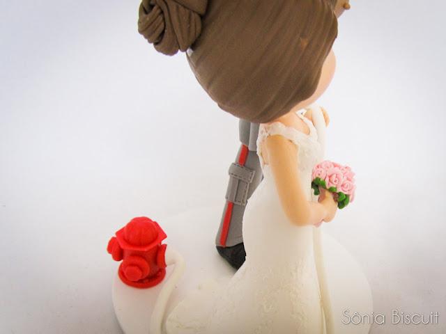 Noivinhos Bombeiro Topo de Bolo Biscuit Casamento Noivos