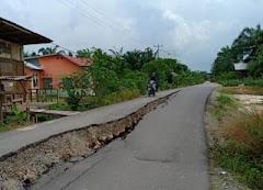 Jalan di Bangko Pusako Rohil Kembali Terbelah Dua