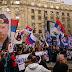 ΠΡΙΝ ΛΙΓΟ!!!''Ορθοδοξία ή θάνατος''βροντοφώναξαν χιλιάδες Σέρβοι στο Βελιγράδι!!!Ιερές εικόνες και ένα τεράστιο πορτρέτο του Β.Πούτιν στην κεφαλή της πορείας!!! [ΦΩΤΟ]