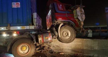 حادث الدائرى اليوم مصرع شخصين وإصابة 7 أخرين فى تصادم مقطورة و3 سيارات