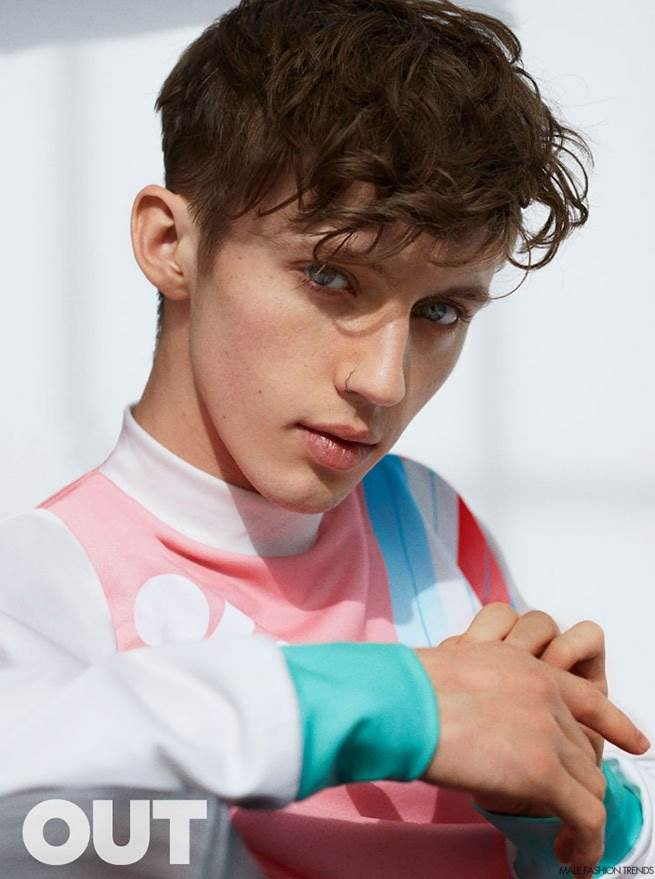 Harry Styles Fall Wallpaper Troye Sivan Para Out Magazine Mayo 2016 Male Fashion Trends