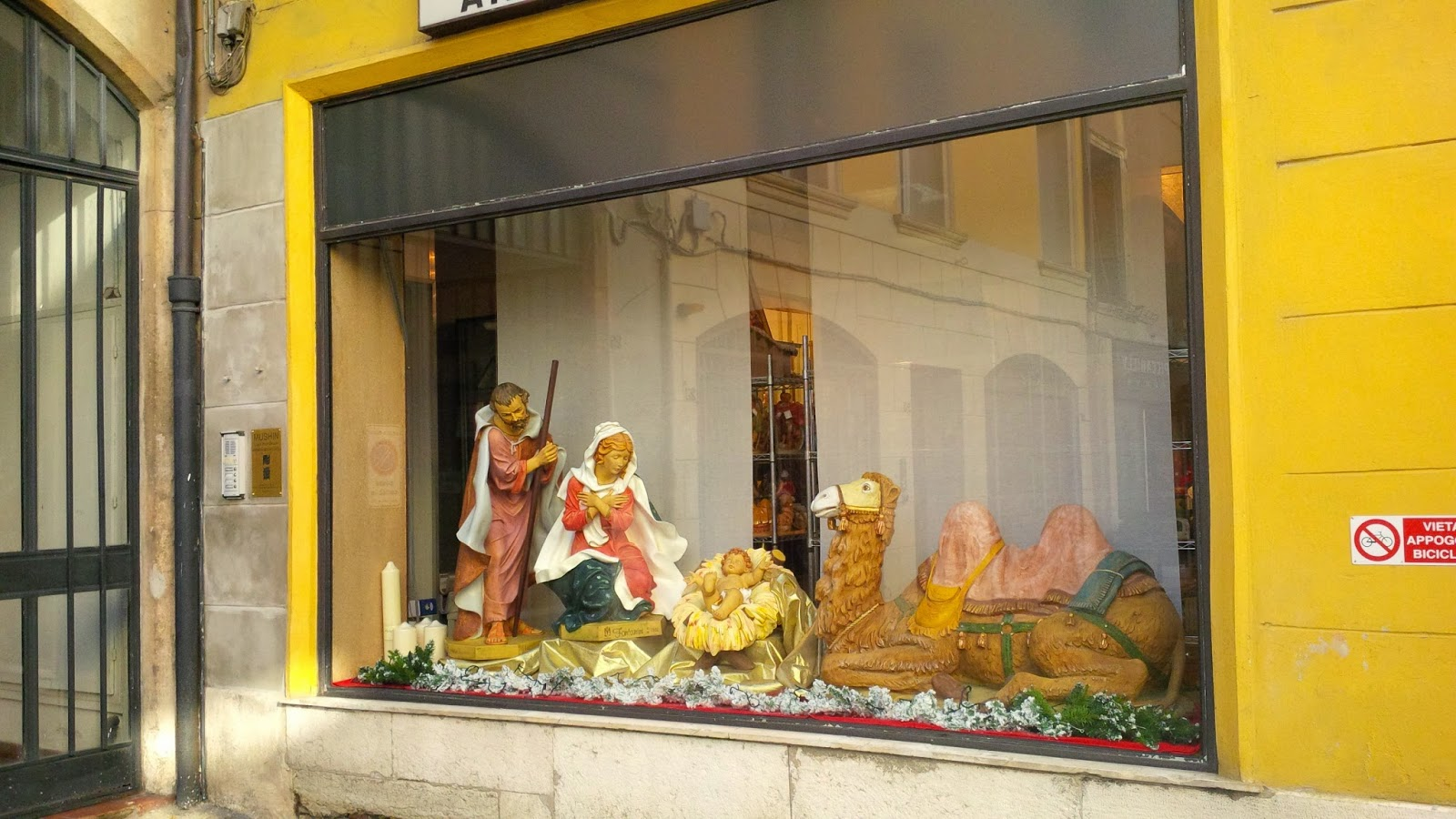 Biblical window display in a shop in Vicenza