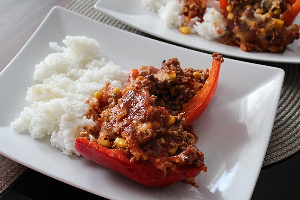 Gefüllte Paprika mit Hack und Reis Rezept