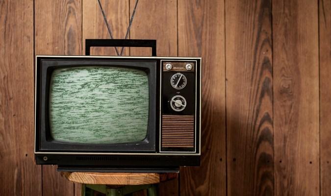 Televisi Klasik dengan Box Dari Kayu